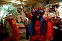 Diablada, celebrazioni popolari della città con la gente fotografia stock