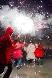 Diablos y ángeles del fuego Foto de archivo