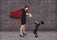 Diabo businesslady com um megafone que screeming imagem de stock