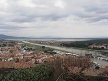 Diaccia Botrona沼泽和Bruna河的一幅全景在卡斯蒂廖内德拉佩斯卡伊阿,意大利 图库摄影