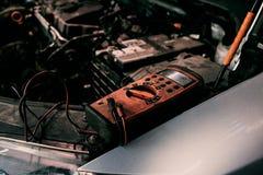 Diagnóstico do ngine do carro da garagem Fotos de Stock Royalty Free