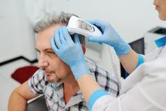Diagnósticos cabelo e escalpe Trihoskopiya Imagem de Stock