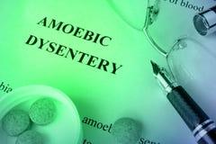 Diagnose amoebediedysenterie op een pagina wordt geschreven Stock Foto's