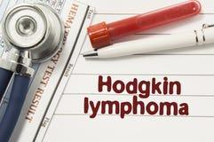 Diagnose van Hodgkin-Lymphoma Reageerbuizen of flessen voor bloed, stethoscoop en laboratoriumhematologieanalyse door tekst wordt stock foto