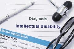 Diagnosen-Intellektuell-Unfähigkeit Medizinische Anmerkung umgeben durch neurologischen Hammer, Geistesstatusprüfung mit einer Au Lizenzfreies Stockfoto