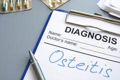 Diagnoseosteitis op een kenmerkende vorm wordt geschreven die royalty-vrije stock afbeeldingen