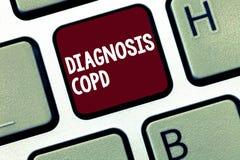 Diagnosi Copd del testo della scrittura Ostruzione di significato di concetto del flusso d'aria del polmone che ostacola con la r immagini stock