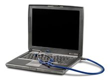 Diagnosi del computer portatile con lo stetoscopio su fondo Fotografia Stock Libera da Diritti