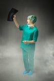 Diagnositc del doctor con los rayos a mano fotos de archivo