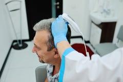 Diagnostiekhaar en scalp Trihoskopiya royalty-vrije stock foto's