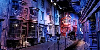 Diagon Alley på Warner Studio royaltyfria bilder