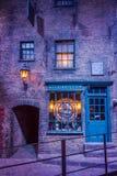 Diagon Alleyfilmuppsättning på Warner Studio, danandet av Harry Potter i London, UK royaltyfri bild