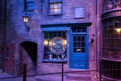 Diagon Alleyfilmuppsättning på Warner Studio, danandet av Harry Potter i London, UK arkivbilder