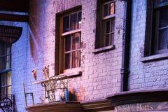 Diagon Alleyfilmuppsättning på Warner Studio, danandet av Harry Potter i London, UK arkivbild