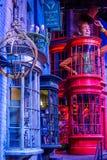 Diagon Alleyfilmuppsättning på Warner Studio, danandet av Harry Potter i London, UK royaltyfri foto