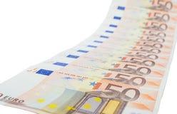 Diagonal rad av euroanmärkningar Arkivfoto