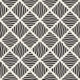 A diagonal tirada do vetor mão preto e branco sem emenda alinha o teste padrão do rombo Imagem de Stock