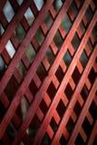 Diagonal träskyddsgallerbakgrund Bakgrundsmodell av den wood waen Royaltyfria Bilder
