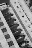Diagonale Zusammensetzung - moderner Architekturhintergrund - generisch lizenzfreies stockfoto