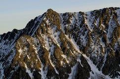 Diagonales Muster in der Bergspitze Lizenzfreie Stockbilder