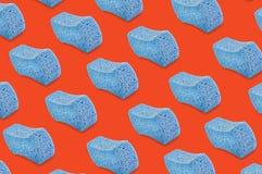 Diagonalni rzędy porowate błękitne gąbki na pomarańcze royalty ilustracja