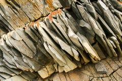 Diagonalny wielki kawałek naturalny płatowaty popielaty góra łupek obraz stock