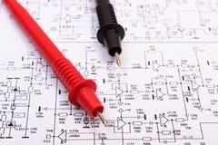 Diagram elektronika drukująca obwód deska i kabel multimeter zdjęcia royalty free