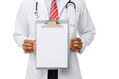 Diagram för doktor Showing Blank Medical på skrivplattan Royaltyfri Bild