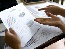 Diagram för information om affärsgraf Arkivbilder