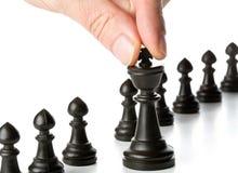 Diagram för schack för affärsman rörande framme av andra schackdiagram Royaltyfria Foton