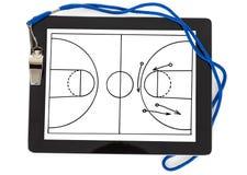 Diagram och vissling för fotboll taktiskt på den digitala minnestavlan Arkivfoton