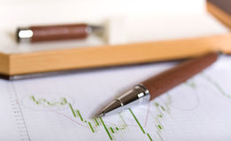Diagram whith pen. Green diagram with luxury pen on it Royalty Free Stock Images