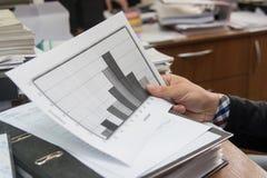 Diagrama de exame do analista do negócio imagens de stock