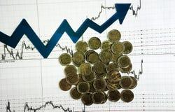 Diagrama en informe financiero, monedas del negocio Fotos de archivo libres de regalías