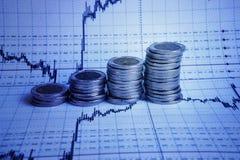 Diagrama en informe financiero, monedas del negocio Imagen de archivo libre de regalías