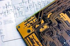 Diagrama esquemático y tarjeta electrónica Fotografía de archivo