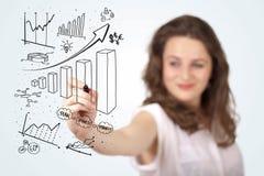 Diagramas novos do desenho da mulher de negócio no whiteboard Fotos de Stock
