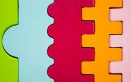 Diagramen av olika färger och former förband tillsammans arkivbild