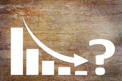 Diagramm der Geschäfts-Abnahme-Herausforderung mit einem Pfeil, der unten fällt lizenzfreie stockfotografie