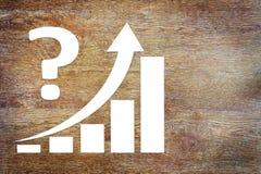 Diagramm der Geschäfts-Zunahme-Herausforderung mit einem Pfeil, der oben steigt Stockfotos