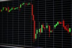 Diagramm des Aktienpreises auf schwarzem Hintergrund lizenzfreies stockfoto