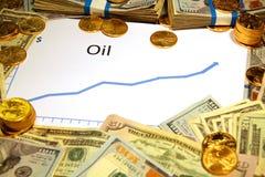 Diagramm des Preises des Öls oben steigend mit Geld und Gold lizenzfreie stockfotos