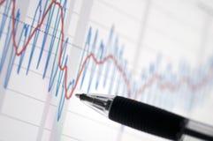Diagramm mit einem Bleistift Lizenzfreies Stockfoto