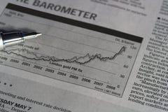 Diagramm und Feder Lizenzfreie Stockfotos
