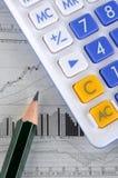 Diagramma del calcolatore, della matita e delle azione Fotografia Stock Libera da Diritti