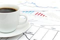 Diagramma delle azione e del caffè Fotografia Stock Libera da Diritti