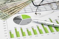 Diagramma e dollaro verdi di affari Fotografie Stock Libere da Diritti
