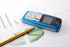 diagramme de cellules d'affaires au-dessus de téléphone Photos stock