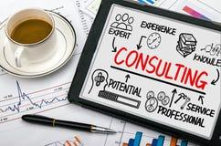 Diagramme de consultation de concept avec des éléments d'affaires Photo stock