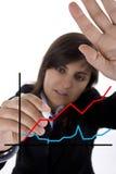 Diagramme de ventes de retrait de femme d'affaires dans le panneau blanc photographie stock libre de droits